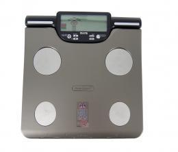 Osobní digitální váha se slotem pro SD kartu a segmentální analýzou Tanita BC-601